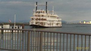 琵琶湖・大津駅近くのクルーズ船(ミシガン号)が返ってきた風景